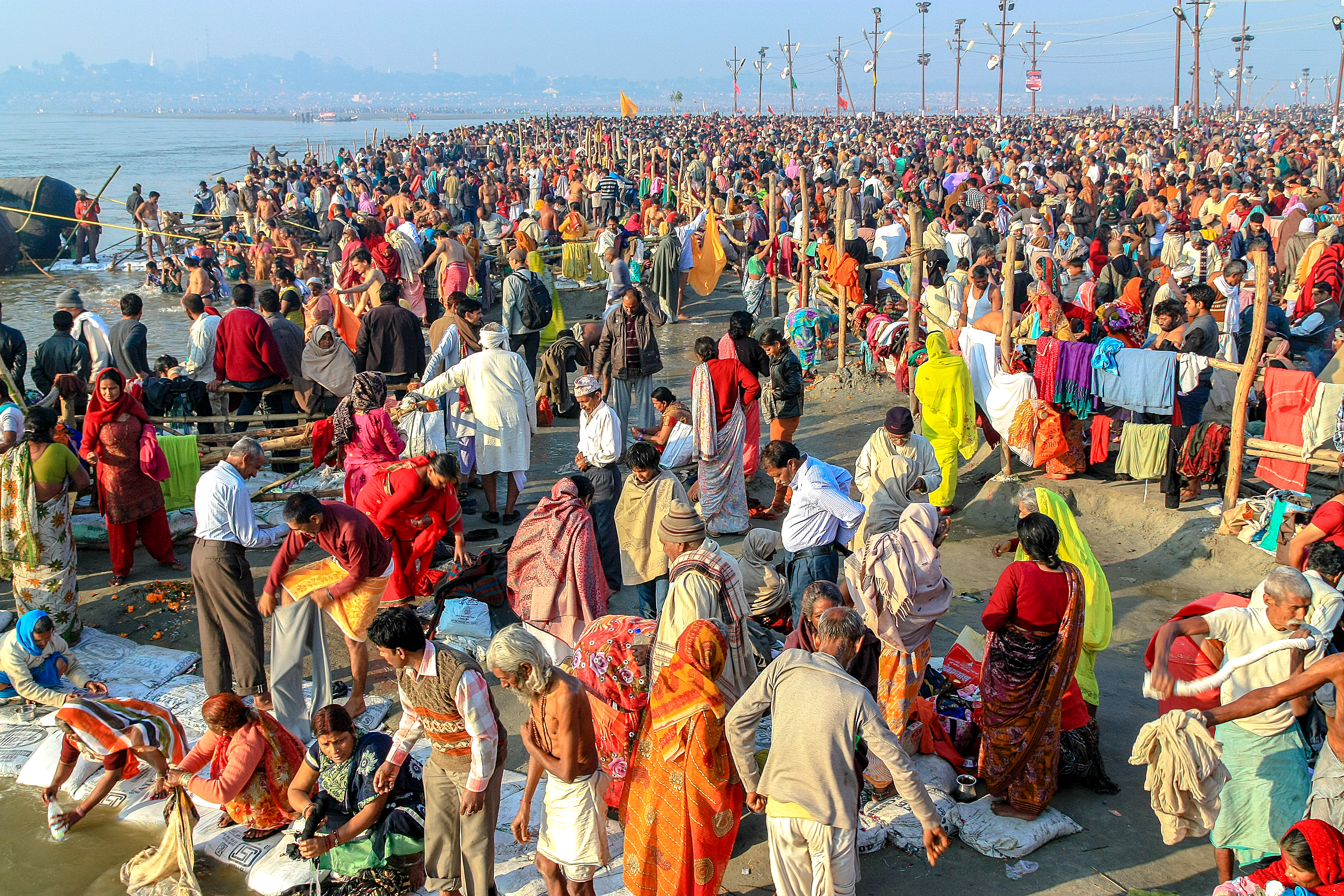 Crowds of pilgrims cross the river on temporary bridges during the Maha Kumbh Mela. Picture by AlGraChe