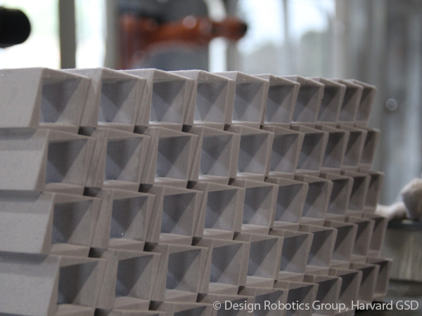 A 3D print of the wall design showcased at a robotics workshop exploring the concept of robotic casting. Conducted by Professor Bechthold, the workshop was the first of its kind ever held in Japan.
