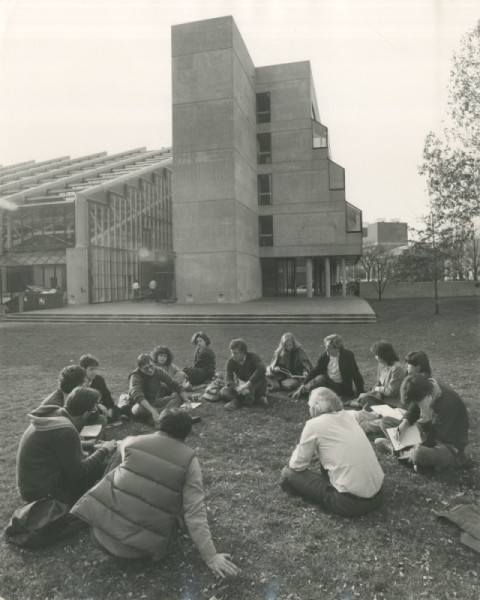 Moshe Safdie teaching Class outside of Gund Hall, 1980's