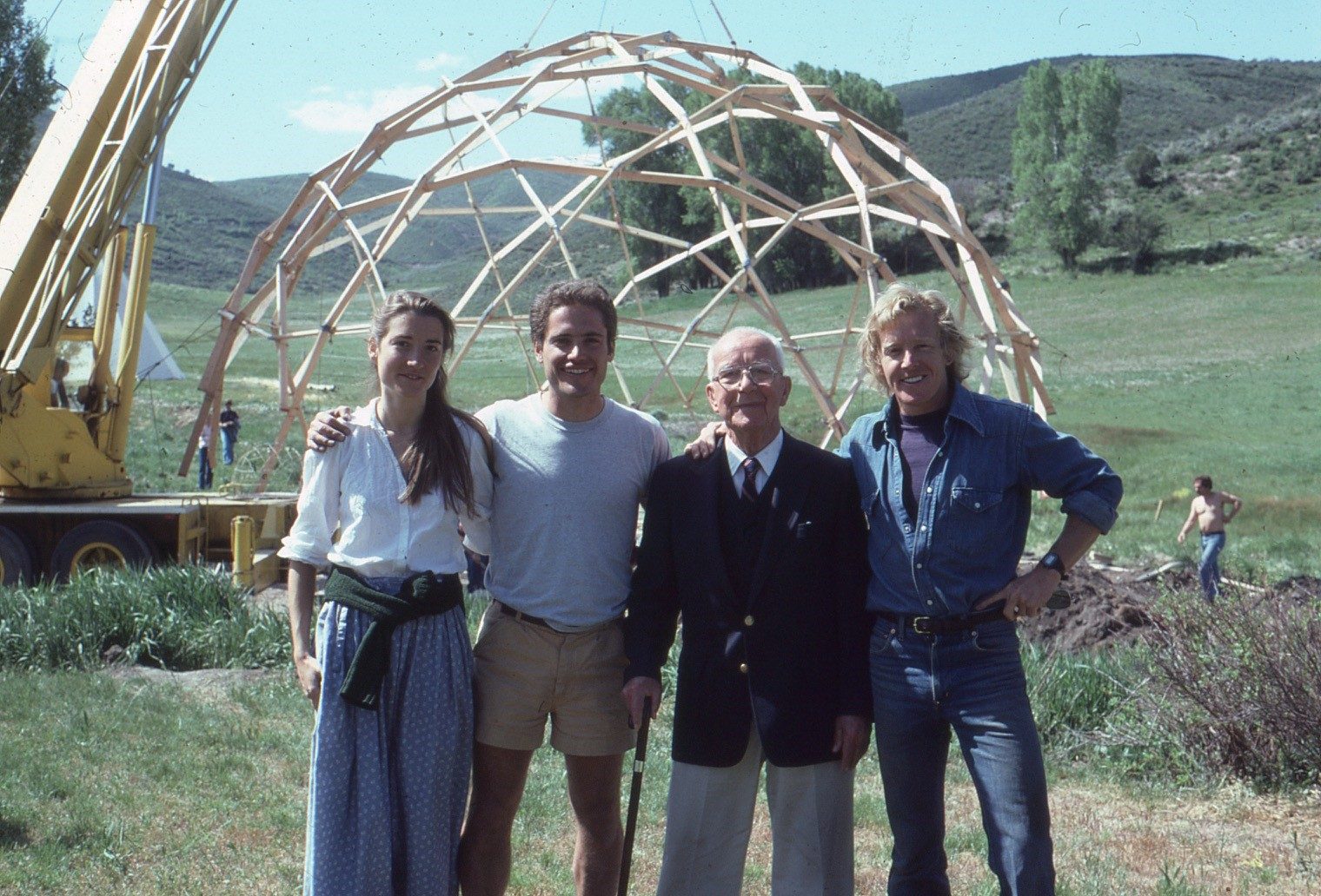 Amy C. Edmondson stands with John Katzenberger, Buckminster Fuller, Thomas Crum in front of a geodesic dome in1982)